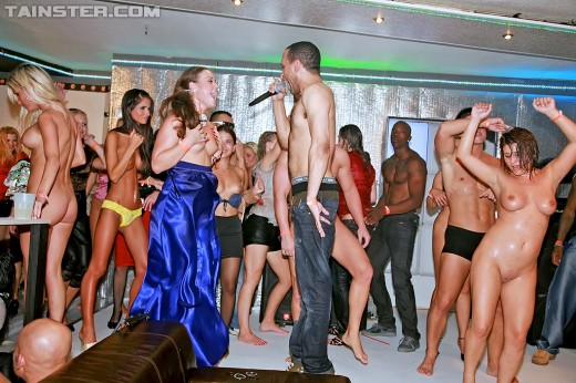 Nessa Devil & other naked girls dancing at club | Drunk Sex Orgy
