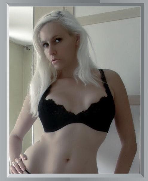 Bianca Deluxe in bra