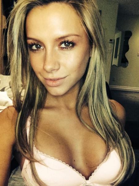 Crazy_Chloe from MyFreeCams in bra