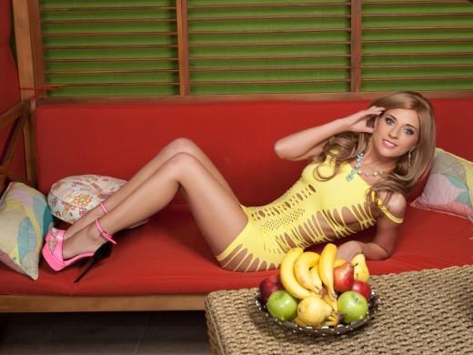 AboutAisha in slutty yellow mini dress & pink pumps