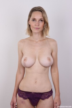 topless blonde Tereza 7922 | Czech Casting