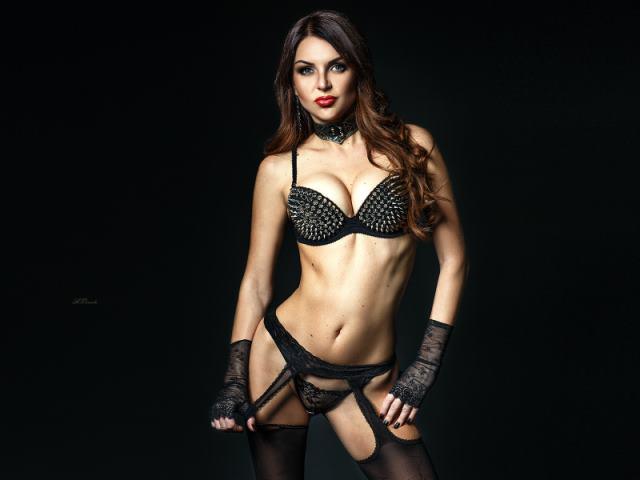 camgirl Natalia4sexxxx in spiked bra
