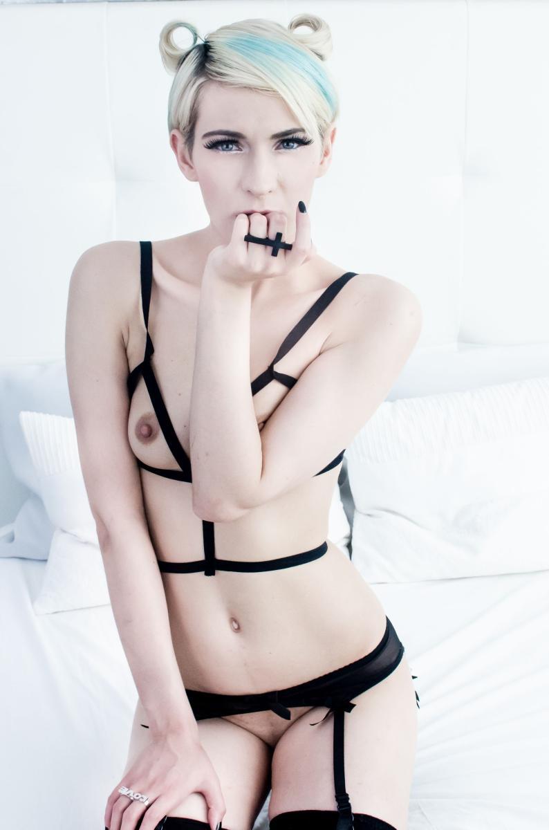 nude Lummidee from MyFreeCams