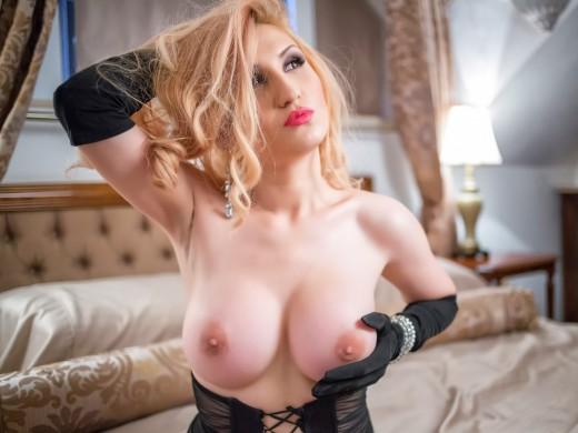 topless AdisonScarlett