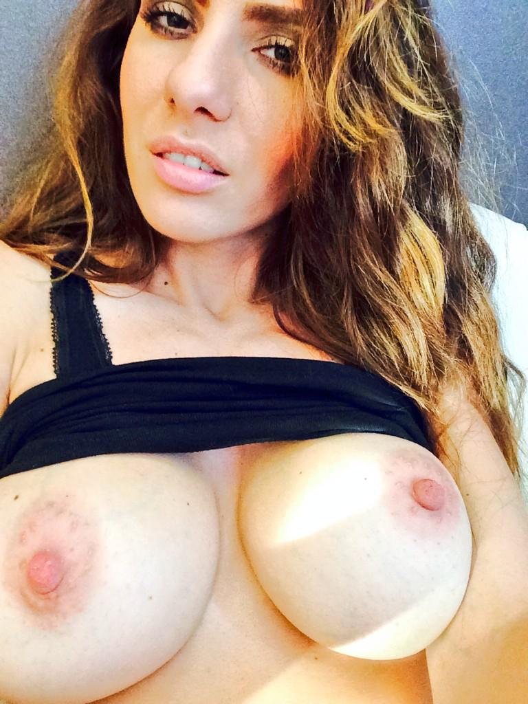 topless StunningNicky from My Free Cams