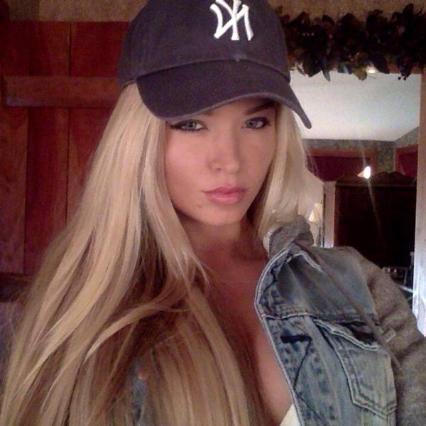 KissKara with baseball cap