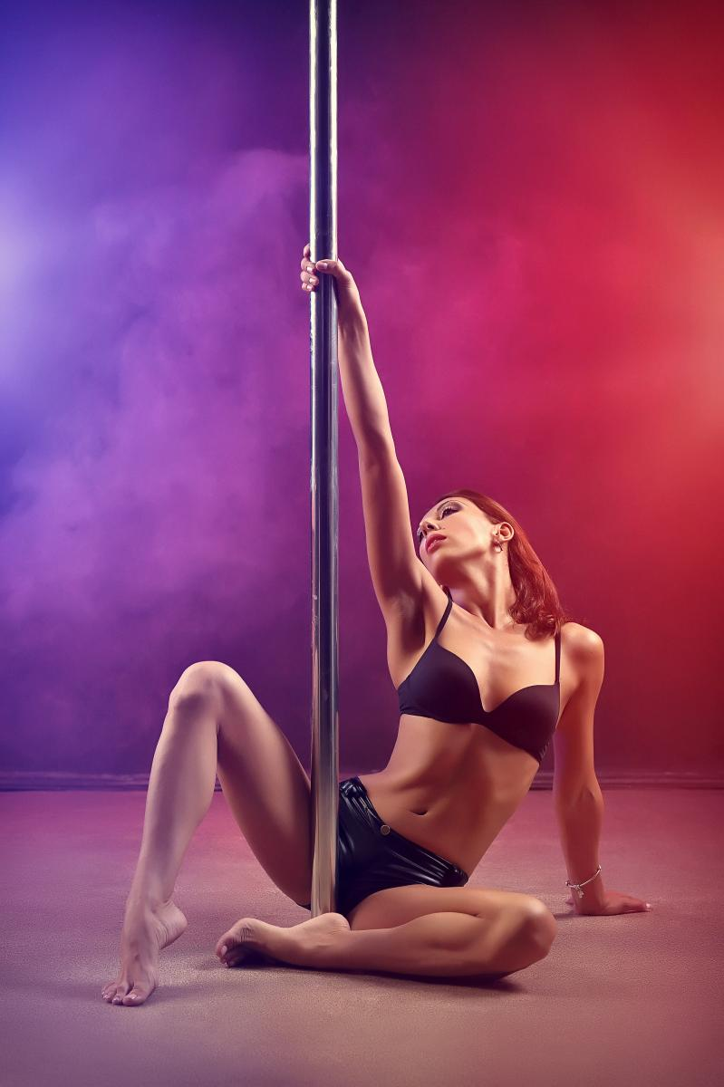 NAUGHTY_DI from MyFreeCams on stripper pole