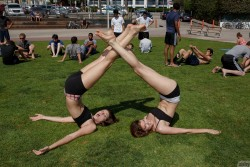 flexible twin sisters Noma Hill & Gia Hill | Zishy