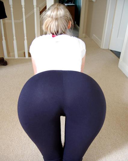 AshtonLily from MyFreeCams wearing yogapants
