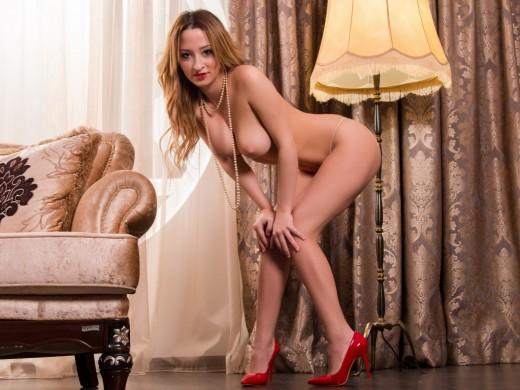 LJ camgirl Sonia19 posing naked