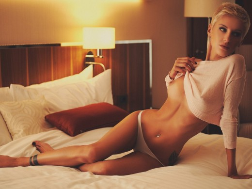 MoniqueHot from LiveJasmin flashing her boobie