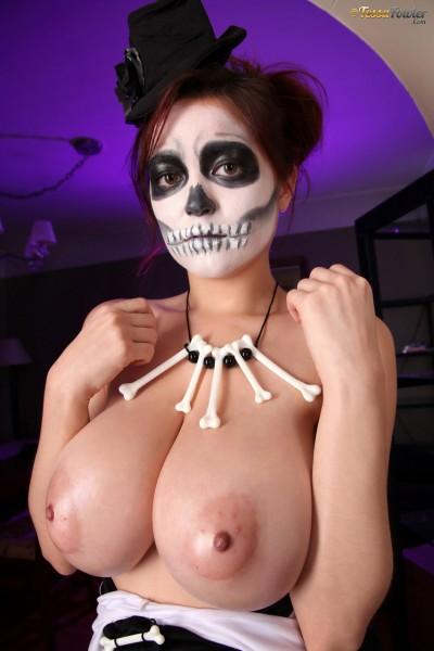 topless Voodoo Queen Tessa Fowler