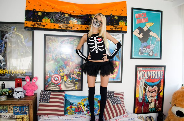 LiveJasmin camgirl AdrennaLyne is a sexy skeleton for Halloween
