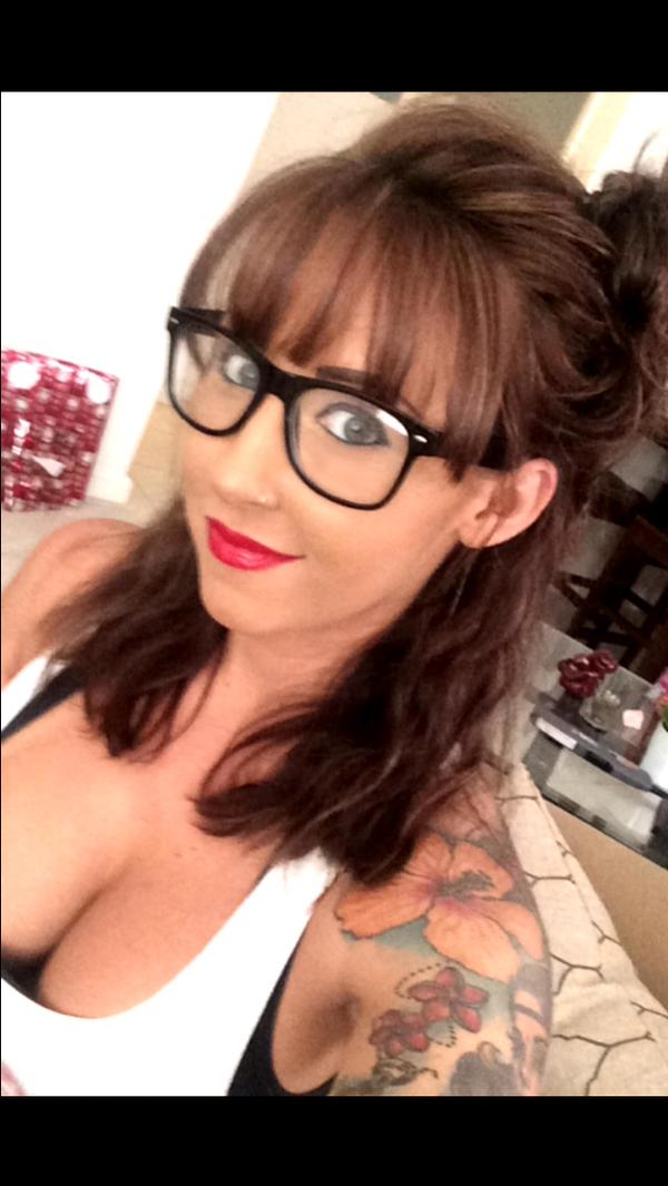 pornstar Jessica Lynn wearing glasses