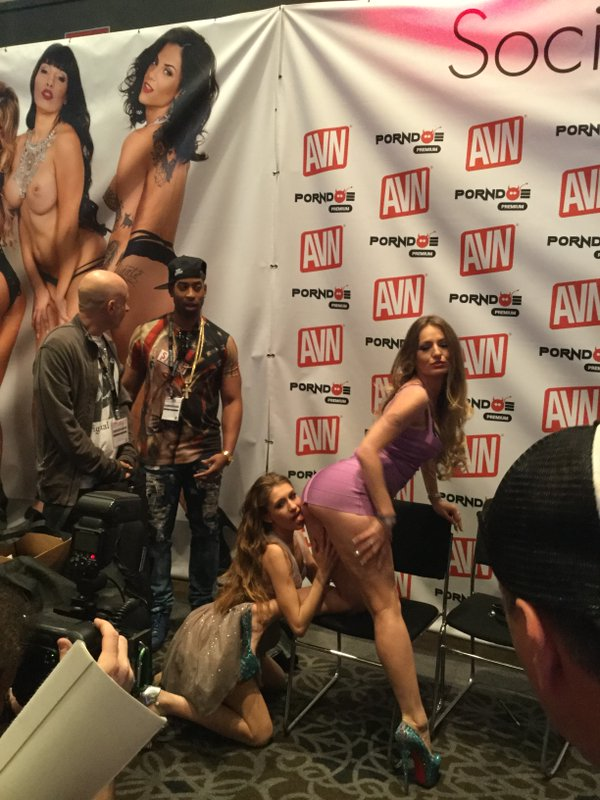 Rebel Lynn licks Natasha Starr at AVN Adult Entertainment Expo 2016