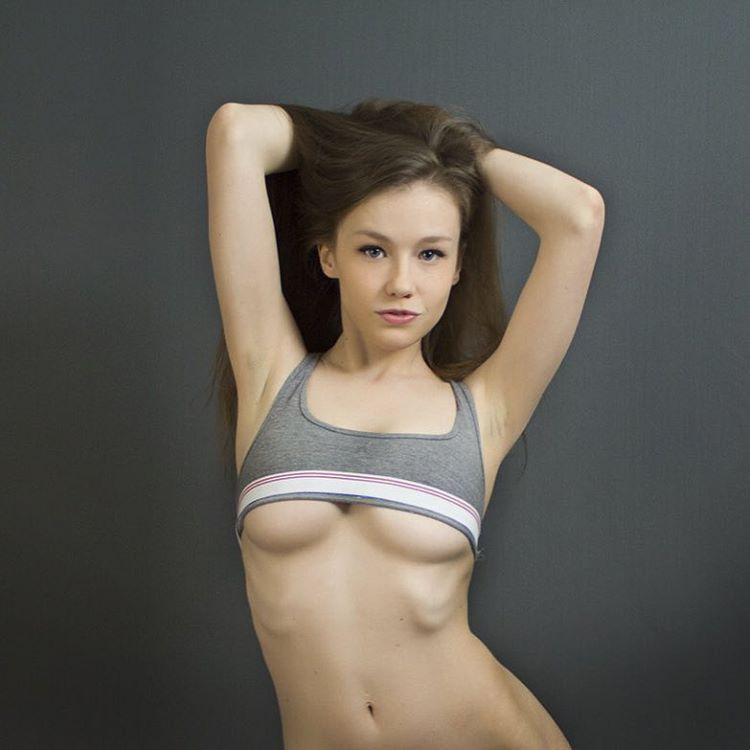 Emily Bloom underboobs in sports bra