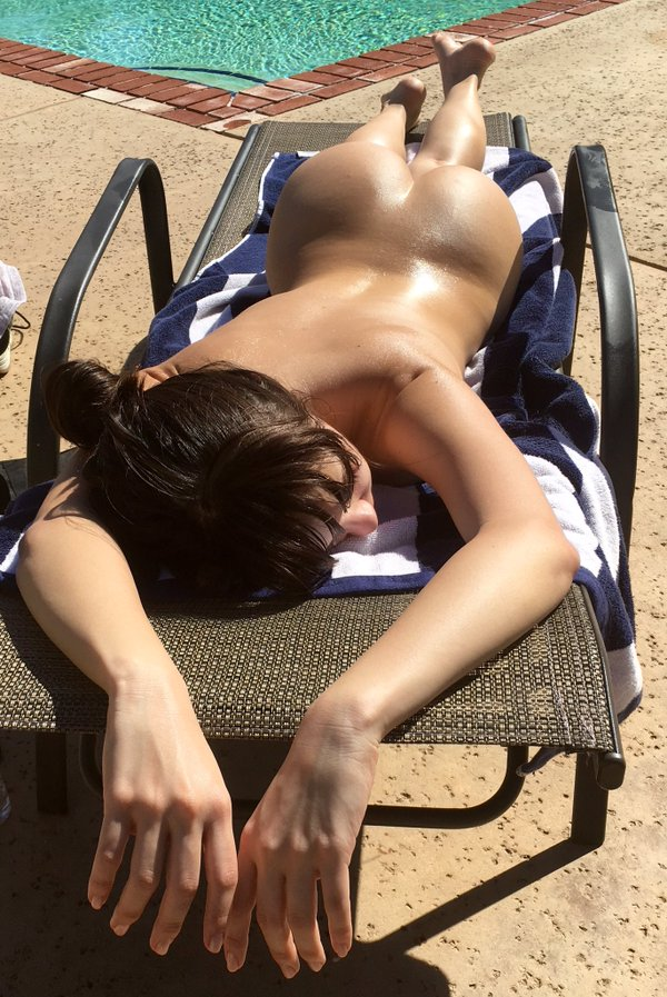 Jenna Sativa from My Free Cams tanning naked