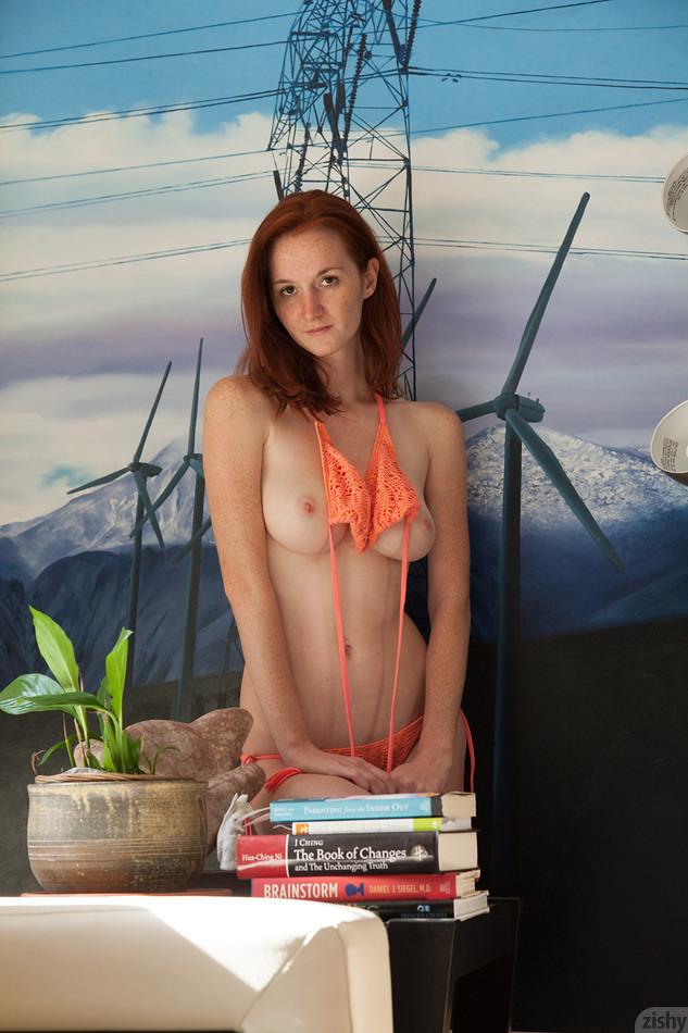 Dee Dee Lynn topless   Zishy