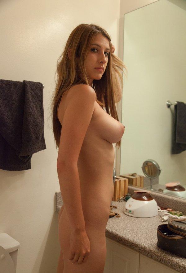 naked KarinaWhite from Streamate
