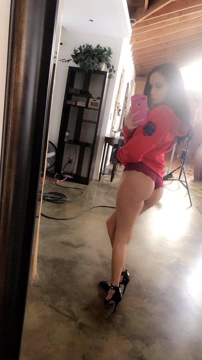 Sofi Ryan thong selfie