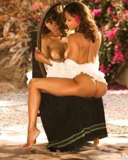 black celebrity Stacey Dash poses nude for Playboy
