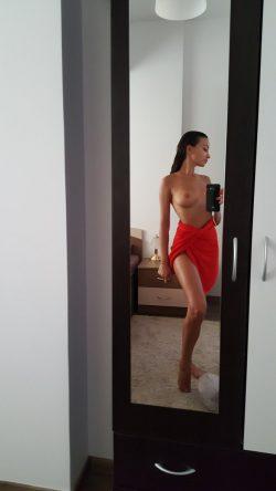topless mirror selfie byAlyssia Kent