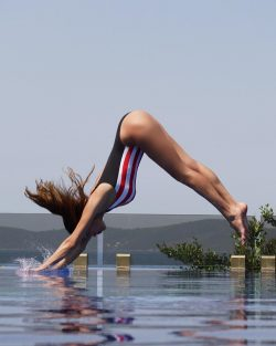 celebrity Severina Kojic diving in swimsuit