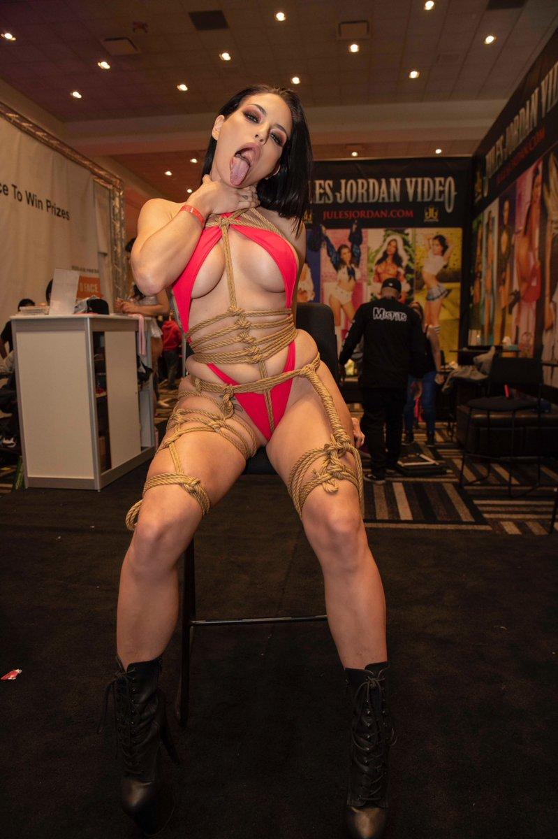 public rope bondage withKissa Sinsat 2019 AVN Expo
