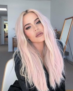 Khloé Kardashian with pink hair