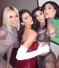 celebrity sistersKhloe Kardashian, Kendall Jenner, Kourtney Kardashian &Kylie Jenner
