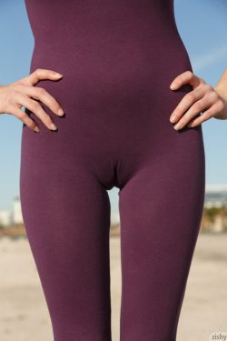 Paisley Osiris with camel toe | Zishy
