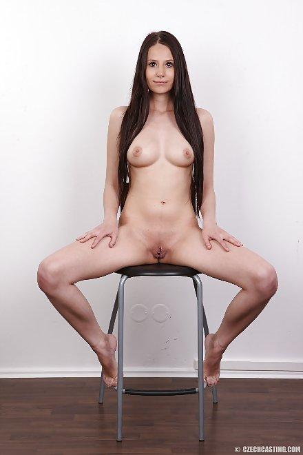 nude Linda (4354) spreads her legs | CzechCasting