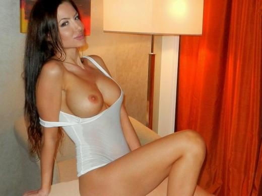 topless sensualbella in wet top