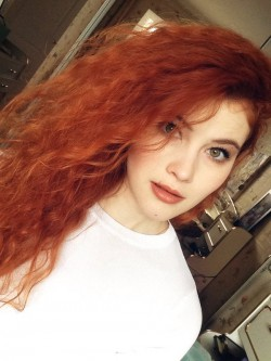 CurlyCandy18 from MyFreeCams