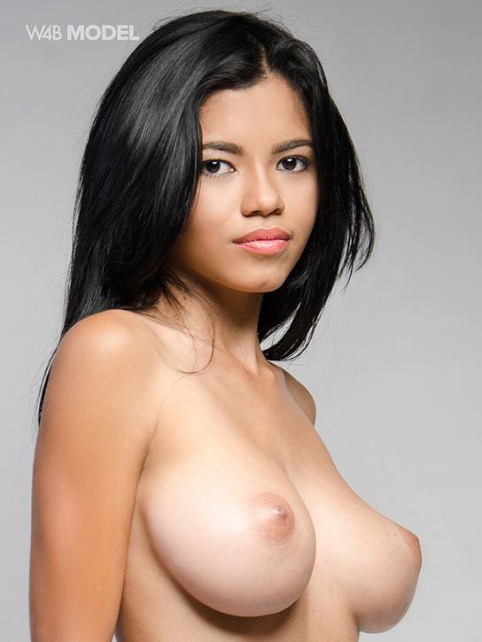 topless latina Lea  Watch4Beauty